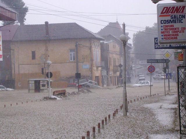 Strada Negru Voda Vidraru crossroads 5 August 2005 flood inindatie Curtea de Arges Romania