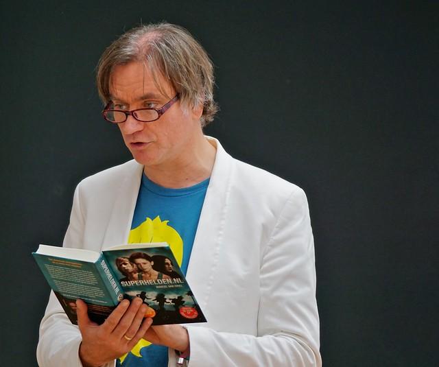 Marcel van Driel leest voor