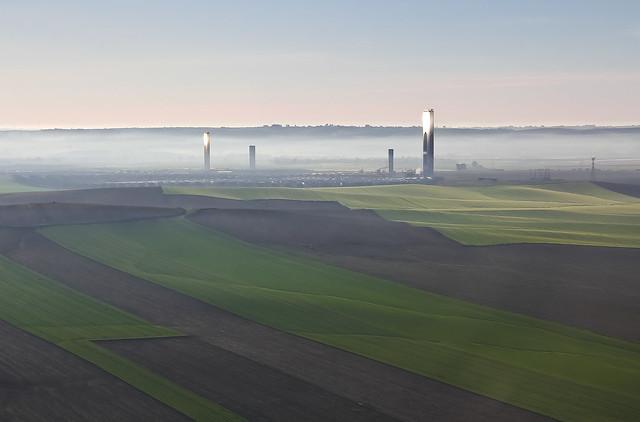 Central solar iniciando el dia. 2  -  Solar plant starting the day. 2