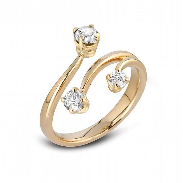 Three stone gold ring #engagementrings #diamondrings #goldjewellery #gold #diamonds #jewellery #bride #ido #wedding #engaged #rings #diamondjewellery