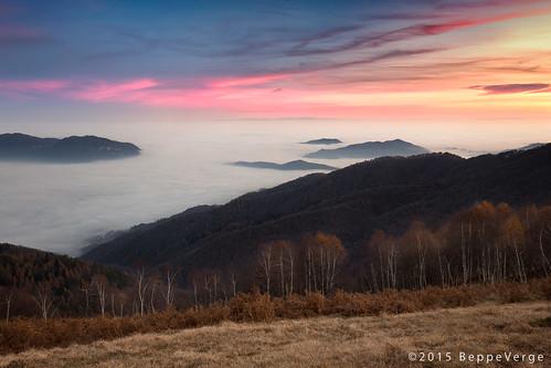 sunset mist fog tramonto nebbia valsesia borgosesia montetovo beppeverge