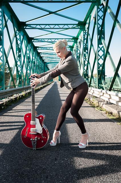 Pin Up Caroline - On the Bridge (154)-2