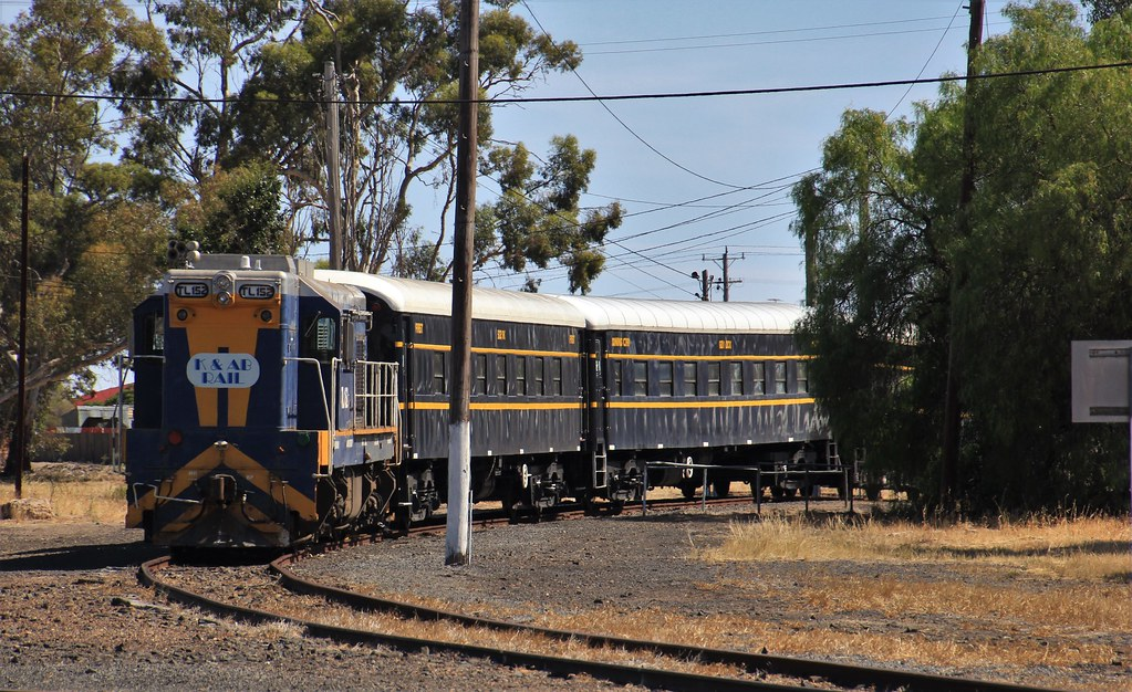 TL152 stabled in the turntable road after arriving back in Dimboola from Adelaide by bukk05