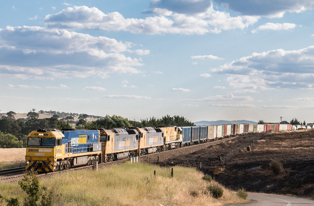 NR90, AN2, AN3 and NR18 on 1MW2 at Goulburn by Azza01
