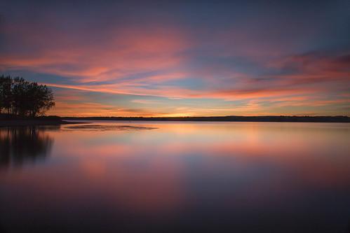 dawn sunrise daybreak morning clouds light sky lake trees silhouettes reflections chatfieldstatepark lakechatfield colorado longexposure le landscapes