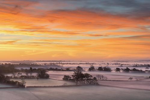 hanbury worcestershire dawn sunrise winter chill mist misty morning light landscape sony a7ii zeiss 70200mmf4 jactoll