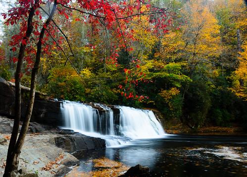 northcarolina blueridge appalachianmountains mountains westernnc nc dupontstateforest hookerfalls statepark waterfall river water outdoors nature landscape fall autumn