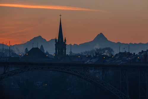 alpen alps bern berne berneroberland brücke canonef70200mmf4lisusm canoneos6d himmel kirche sonnenaufgang bridge car church light sky sunrise kornhausbrücke schreckhorn backlit silhouette