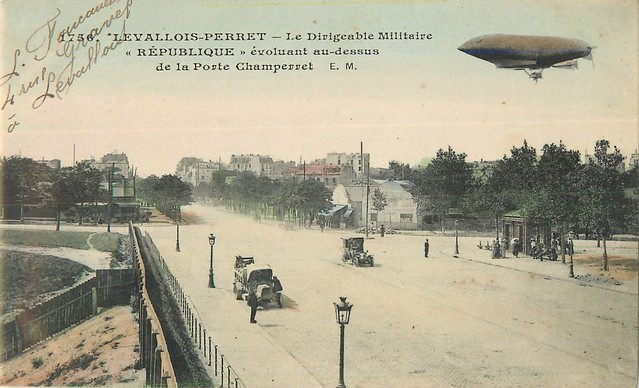 Levallois-Perret-Le-Dirigeable-Militaire au dessus de la porte de champerret