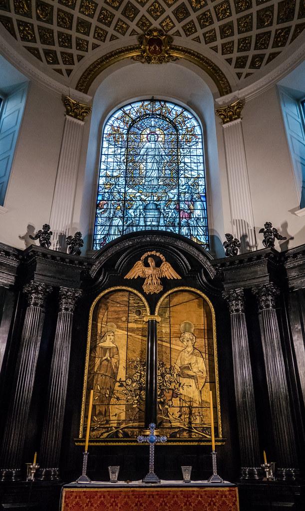 Inside St Clements Danes Church ( the RAF Church) Strand - London (High ISO) (4) (Panasonic Lumix LX15 Compact)  (1 of 1)