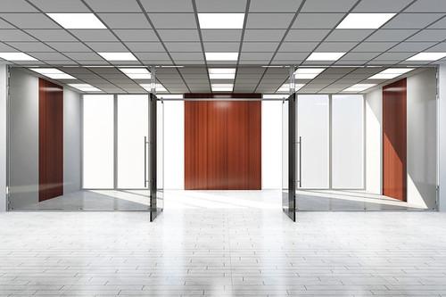 Az üvegfal az irodákba praktikus és trendi is!