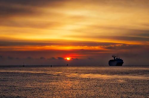 florida singerisland sunrise ocean crusieship ship olympus aurorahdr2017