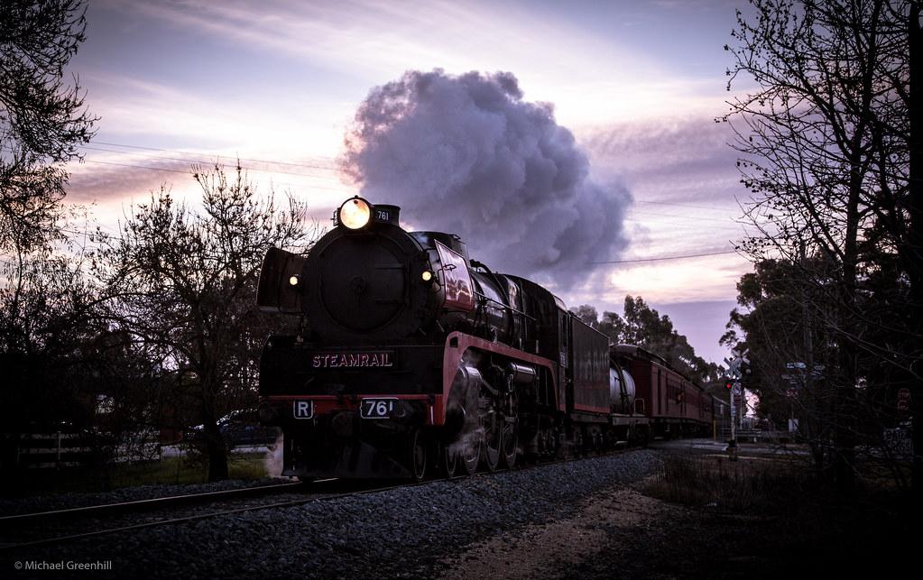 Streaks across the sky by michaelgreenhill