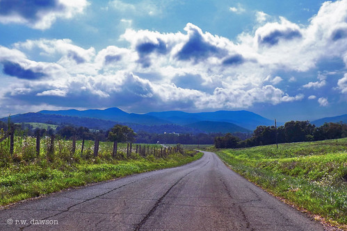 rappahannockcounty virginia va usa road view mountains bluemountains rural landscape