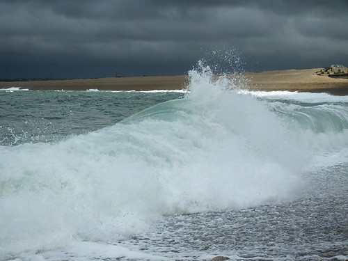 chiswell portland dorset chesilbeach pebbles surf breaking waves undertow