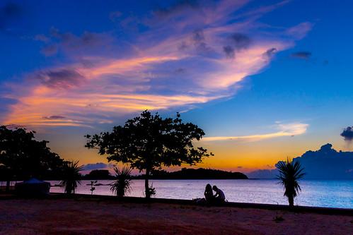 japan nago okinawa beach couple dusk evening people sea seascape seashore summer 名護市 沖縄県 日本 jp