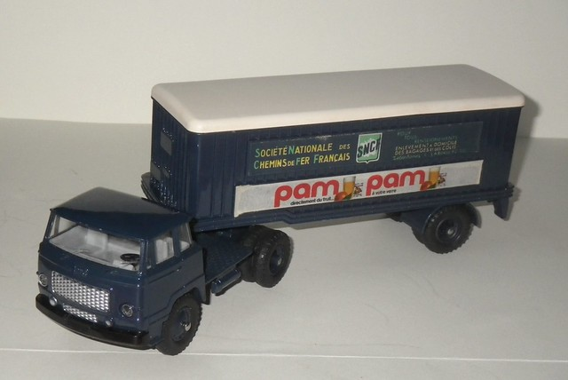 Dinky Toys 803 Unic semi remorque SNCF Pam Pam