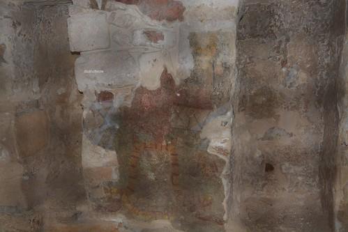 Uno de los restos que se alcanza a ver en el Templo de los nichos pintados.
