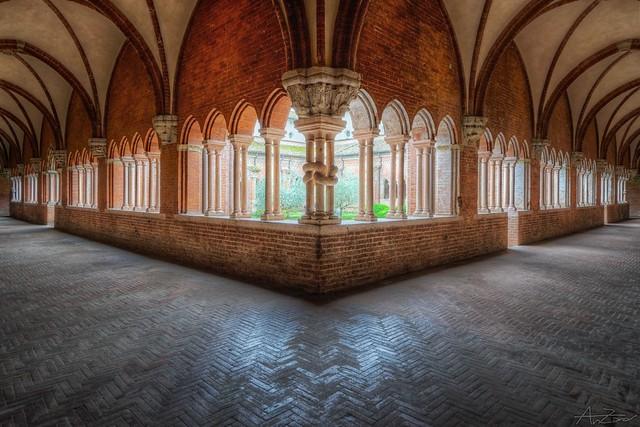 Abbazia di Chiaravalle - chiostro 2015-05-01 145625