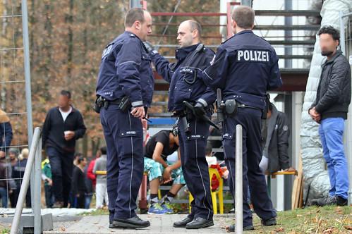 Flüchtlingsunterkunft-Siegen-Massenschlägerei-Polizei-Großeinsatz (7)   by andreastrojak