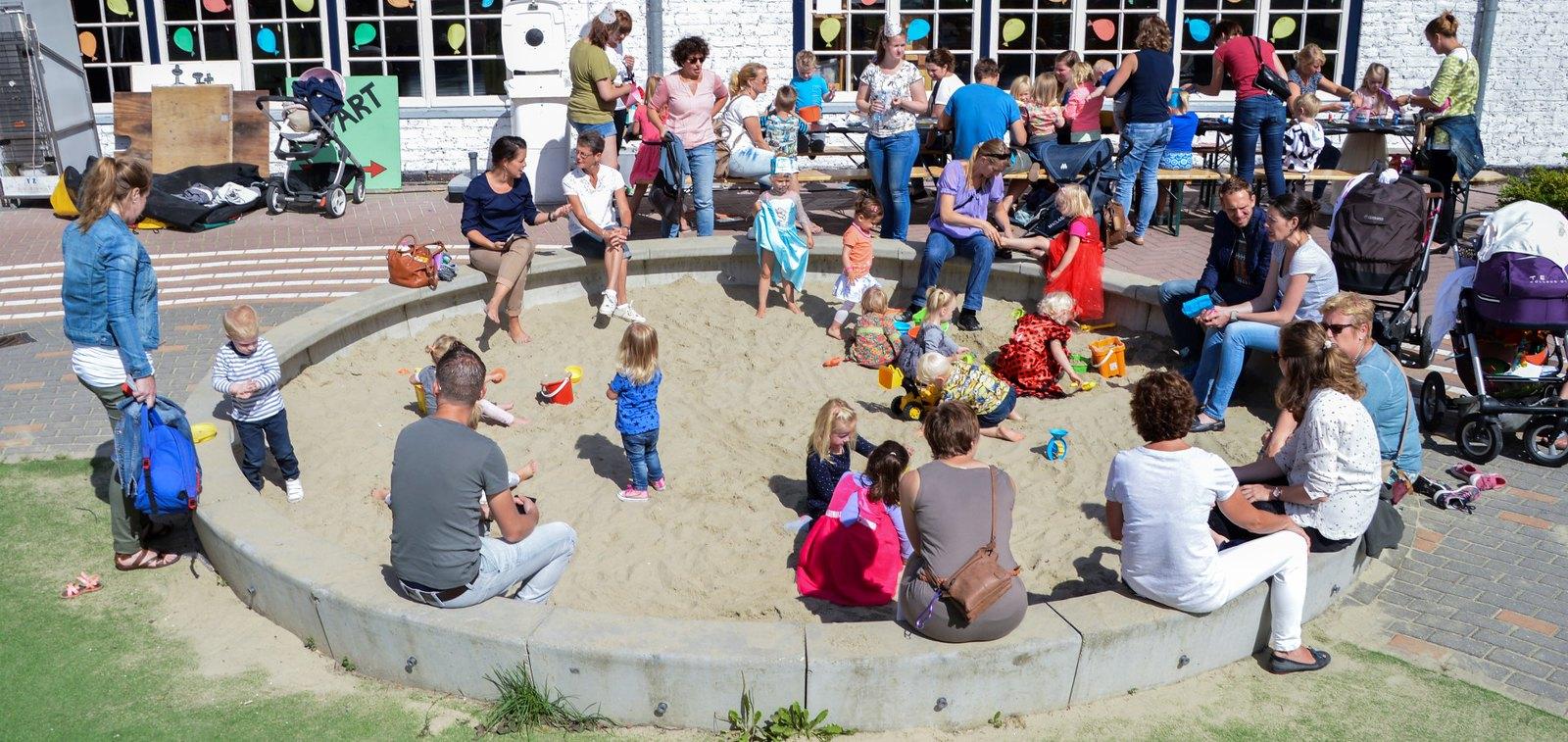 Verjaardagsfeest in het zandkasteel (58)
