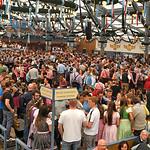 Schottenhamel - eines der wichtigsten Zelte auf der Wiesn, denn hier fängt alles an: Punkt 12 Uhr mittags am ersten Wiesntag sticht der Oberbürgermeister von München das erste Fass an.
