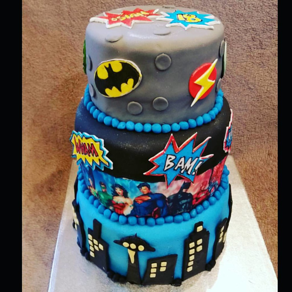 Fantastic Justice League Cake Eldriva Flickr Funny Birthday Cards Online Kookostrdamsfinfo