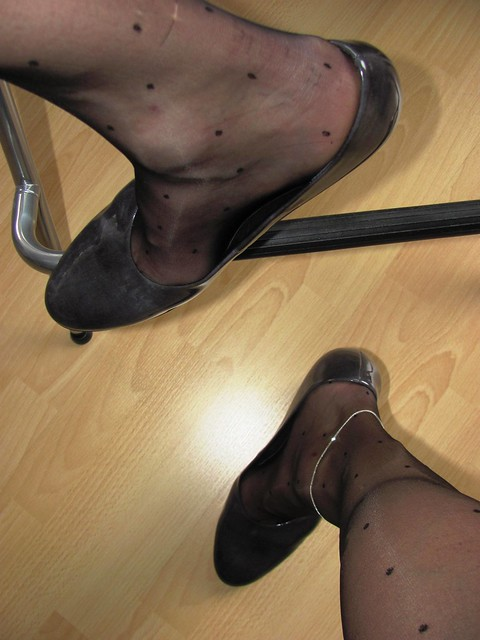 very sexy patent GABOR pumps, shoeplay