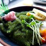 lunch:海ぶどう丼 @『おんなの駅 なかゆくい市場』(沖縄県恩納村)