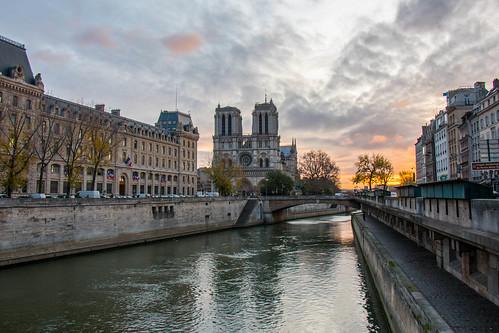 bridge paris seine river notredame pont saintmichel