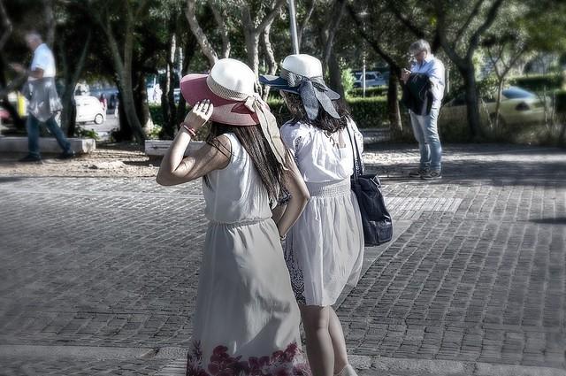 turiste verso l'acropoli