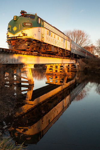 railroad railway passenger passengertrain emd fl9 morristownanderie morristownerie me wh1 hogpenbridge whippanyriver easthanover whippanyline maineeastern polarexpress sunset orange reflection train me489
