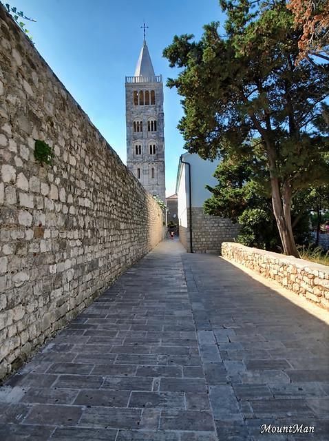 Grad Rab, Gornja ulica: zvonik crkve Svete Marije