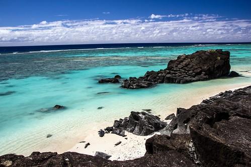 blue sea sky sun lagune black coral rock clouds canon landscape island eos james islands view pacific south cook himmel wolken lagoon blau aussicht reef landschaft sonne stein southsea inseln korallen südsee 600d avaiki