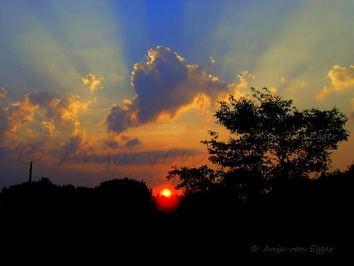 sunset sky colors zachódsłońca colorsinthesky anjavoneggerphotographysonnenuntergangwolkenclouds