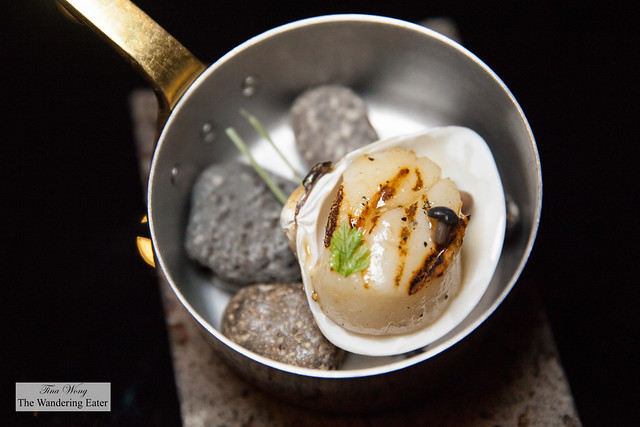 Grilled large diver scallop (supplement NT $100)