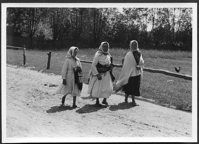 Archiv H787 Russische Frauen zum Kirchgang, WWII, 1940er