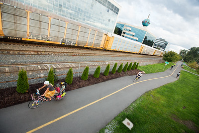 rail-and-trail paved path seattle longtail cargo bike family