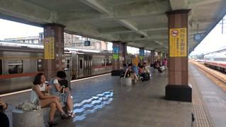 Hualien Railway Station - platform   by ztl8702