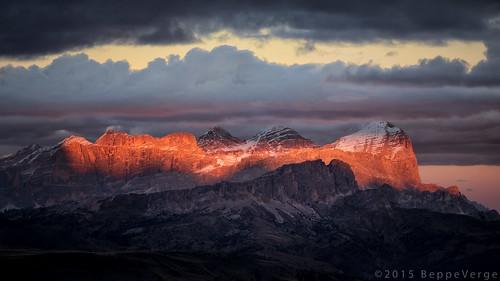 autumn sunset mountain alps fall tramonto foliage autunno alpi montagna unescoworldheritage dolomites dolomiti altoadige dolomiten italianlandscape sudtirol ladino tofane larici beppeverge