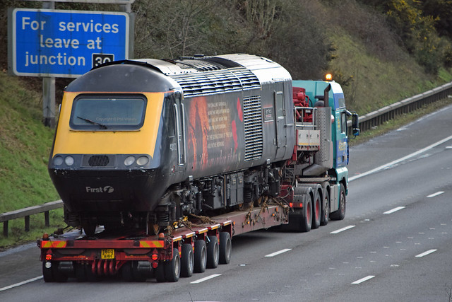 GWR's Poorly HST Power Car 'Harry Patch' gets a Piggyback
