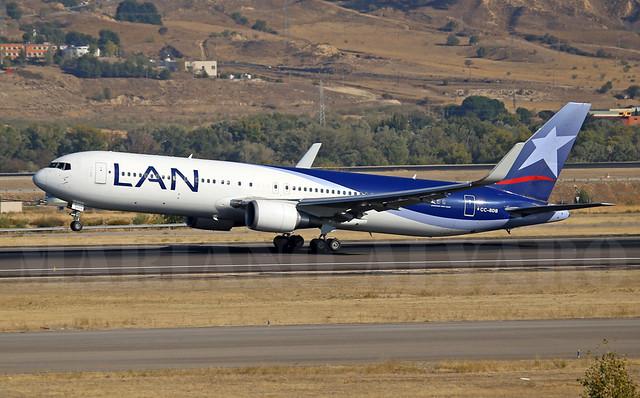 Boeing 767-316ER (CC-BDB) 15.10
