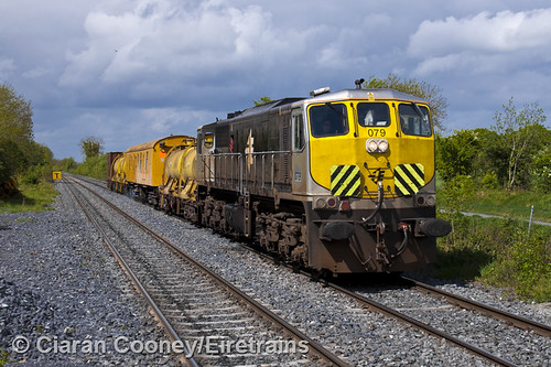 train trains irishrail pwd generalmotors sprayer leixlip iarnródéireann 071class irishrailways weedsprayer confey weedsprayingtrain leixlipconfey