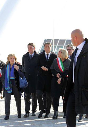 Matteo Renzi durante la sua visita ad Alessandria sul ponte Meier e alla Cittadella 1   by flavagno