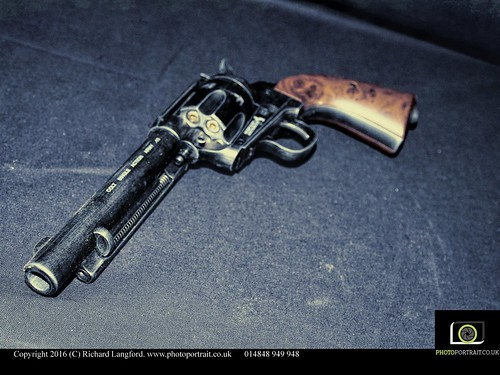 Colt .45 Single Action Army ( Peacemaker )
