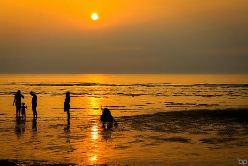 family light sunset sea sky woman sunlight man holland reflection beach water netherlands dutch sunshine silhouette skyline landscape sand child father mother sunny hague buggy nederlands coulds landschap kijkduin a
