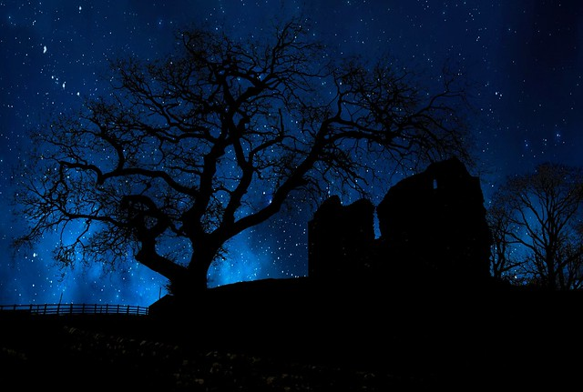 thirlwall castle night sky