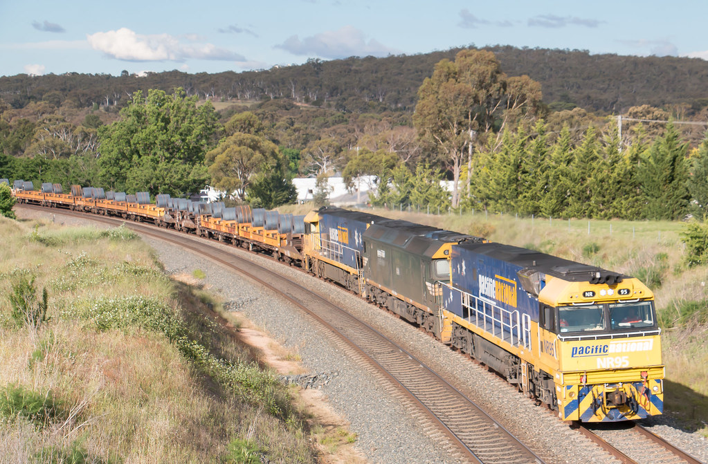 NR95, G538 and NR59 on 2BM4 at North Goulburn by Azza01