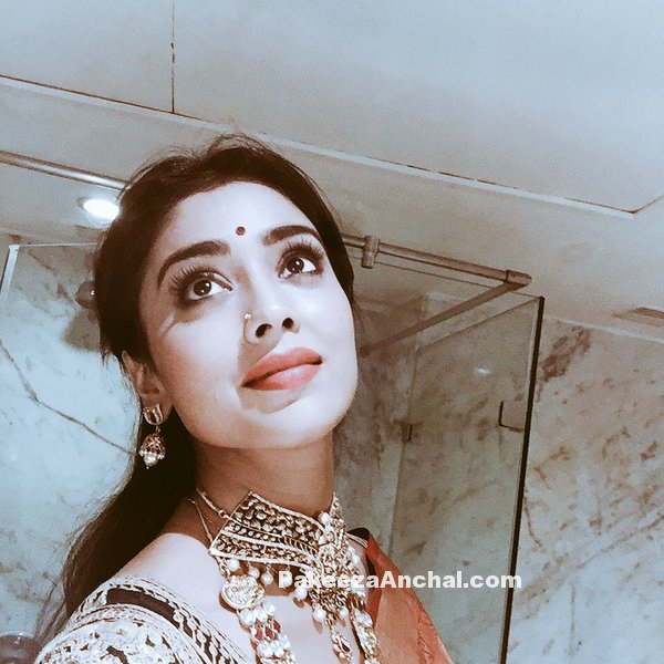 Shriya Saran S Bathroom Selfie Pics In Red Saree And Black Embroidered Blouse A Photo On Flickriver R/mirrorselfie is the sub for real girls taking selfies in mirrors. bathroom selfie pics in red saree