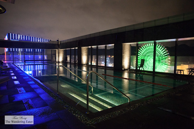 Rooftop pool with a view of Miramar Ferris Wheel